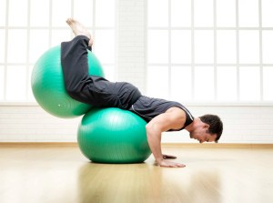 homem-praticando-pilates-betim