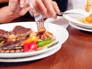 Comer-en-restaurantes-embarazada_articulo_landscape